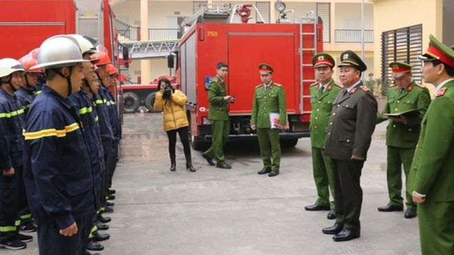 Trung tướng Bùi Văn Thành trong một kiểm tra công tác Phòng cháy chữa cháy