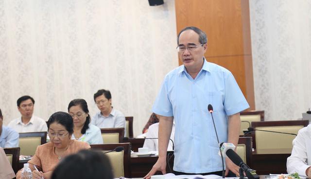 Bí thư Thành ủy TPHCM Nguyễn Thiện Nhân cho biết thành phố cần làm tốt hơn công tác dân vận, cung cấp thông tin cho người dân