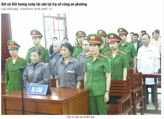 Bốn thành viên Pháp Luân Công (mặc áo xám) tại phiên tòa ở Thái Nguyên 11/4/2018.