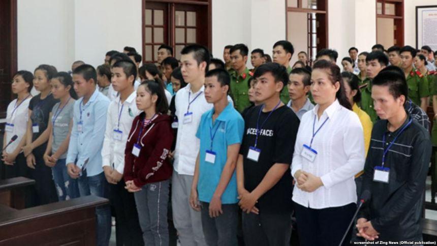 Tòa án ở Biên Hòa, Đồng Nai, xét xử 20 người biểu tình phản đối dự luật đặc khu vào ngày 30/7/2018.