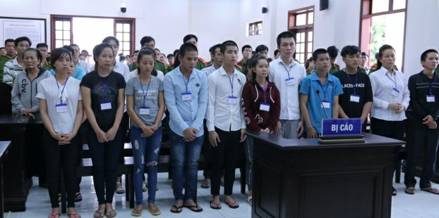 """Hai mươi người tham gia cuộc biểu tình chống Luật Đặc khu và An ninh mạng ở thành phố Biên Hòa, Đồng Nai hôm 10/6/2018 bị đem ra xét xử với cáo buộc """"gây rối trật tự công cộng"""".-Courtesy of vnews.gov.vn"""