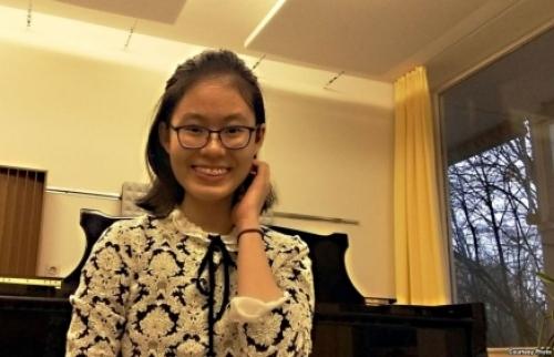 Sinh viên piano Nguyễn Quang Hồng Ân, giải nhất cuộc thi âm nhạc tại Hoa Kỳ, thành viên của Nghiệp đoàn sinh viên Việt Nam tại Đức