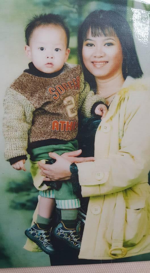 Mẹ con chị Phạm Thị Lan Anh.