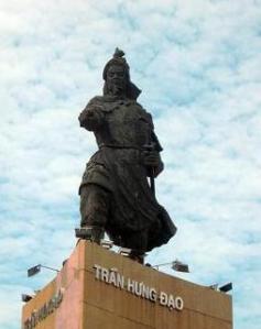Ảnh: tượng Đức Quốc Công Thượng Phụ Nhân Vũ Tiết Chế Hưng Đạo Đại Vương Trần Quốc Tuấn tại bến Bạch Đằng, Sài Gòn.
