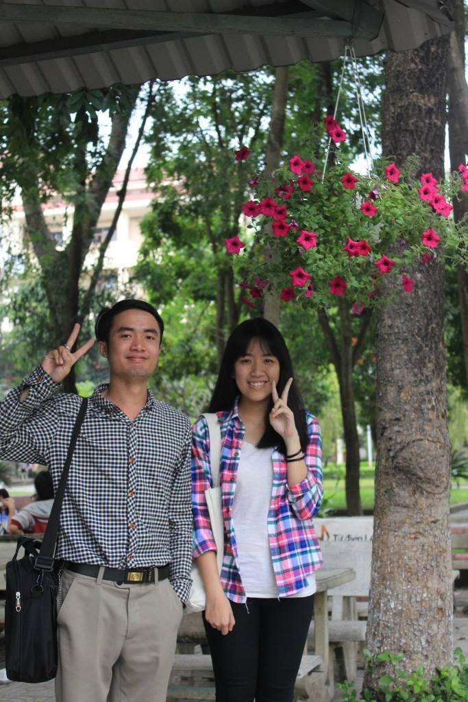 Ảnh chống trôi bài: Anh Tôn và một cô em cùng lớp. 2016.